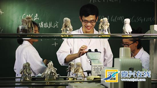 反复试验育新品 开发安全营养食用菌