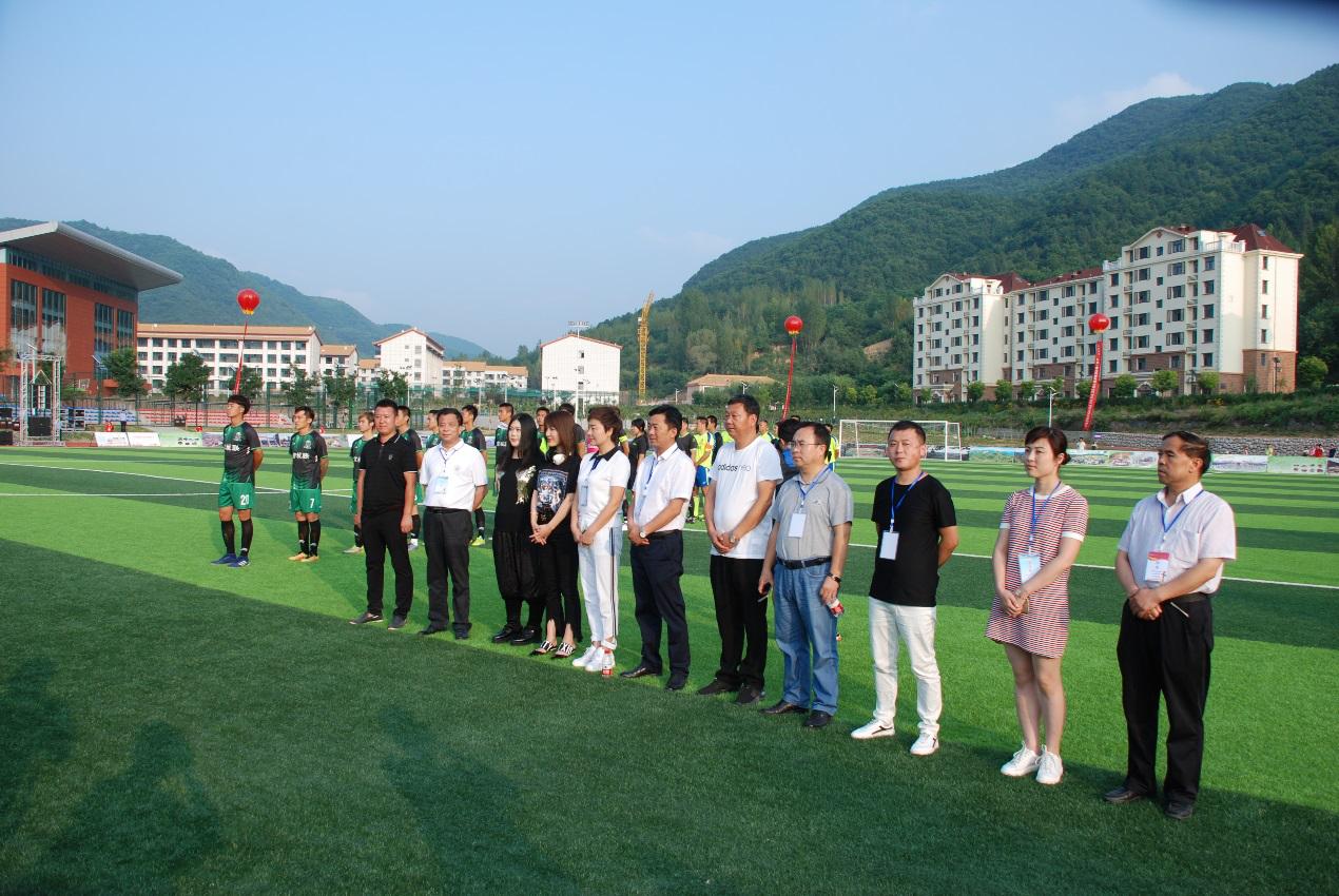 大型公益演出走进黄龙县 足球友谊赛火爆推进阳光体育