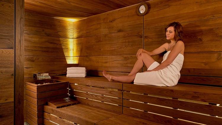 芬兰人来中国旅游不住酒店住洗浴中心,这怪癖是从何而来的呢?