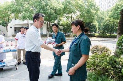战高温!上海妇科疾病研究所人文关怀给职工送清凉 人文服务为百姓保健康