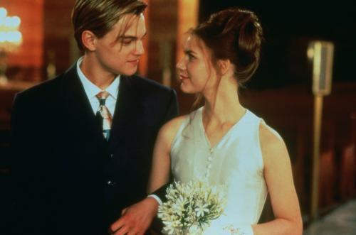 爱上一个不该爱的人的伤感句子 爱上已婚的人心痛句子