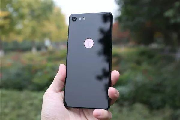 锤子目前最卖座的手机升级版曝光:也用骁龙710 挑战小米的照片 - 1