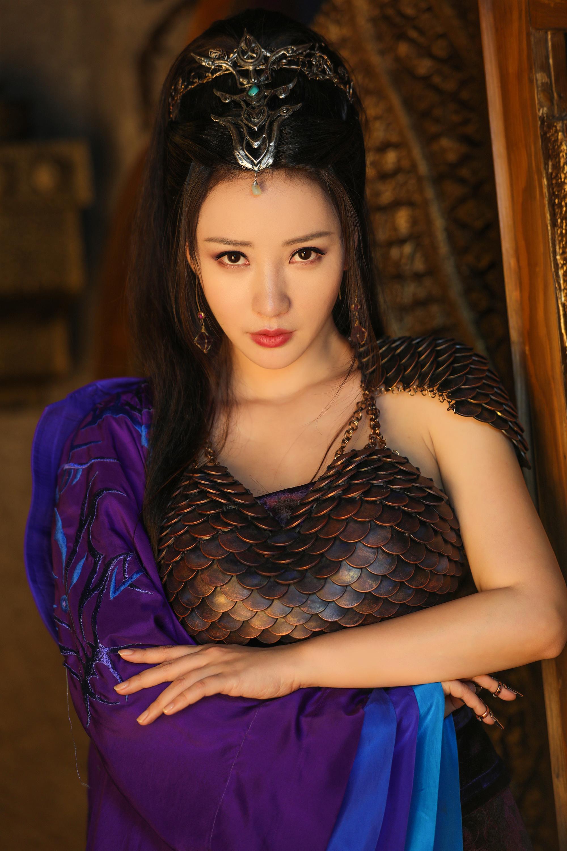 《武動乾坤》破5億 「最美反派」柳岩紫袍鐵鱗軟蝟甲艷媚撩人 - 雪花新聞