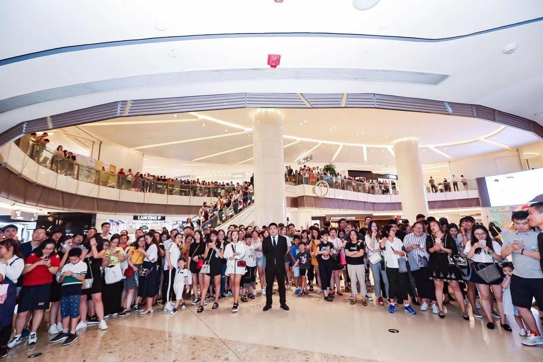 张辛苑亮相上海品牌活动,引起现场人流爆满