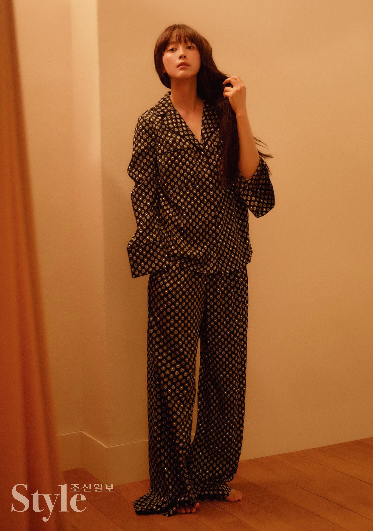 40岁还这么美!元彬妻子李娜英登杂志穿皮草超优雅