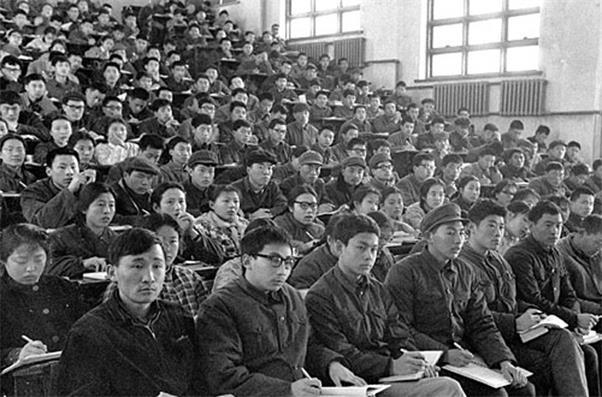1977年恢复高考时,邓小平删掉的这四个字,改写了无数人的命运!(图4)