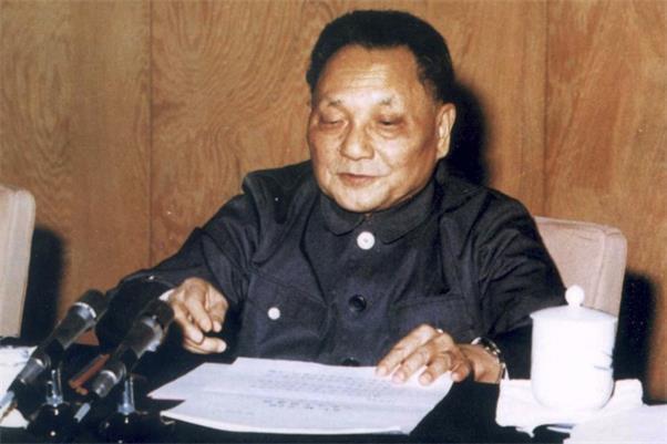 1977年恢复高考时,邓小平删掉的这四个字,改写了无数人的命运!(图1)