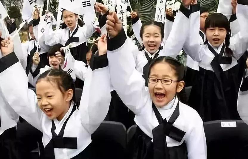 思潮英文 | 日本开学第一课火了 ,其他国家是怎么上的?