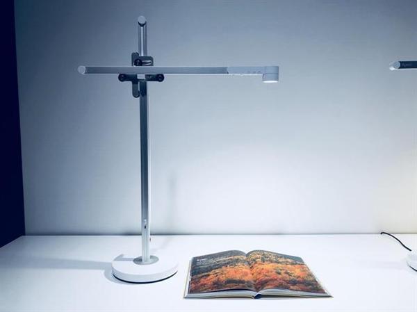 """戴森首款台灯Lightcycle发布:""""液冷""""散热 60年亮度不衰的照片 - 2"""