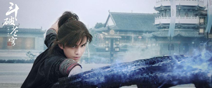 《斗破苍穹》特效背后:大蟒蛇变绿抱枕,装满灯泡的紫云翼亮了