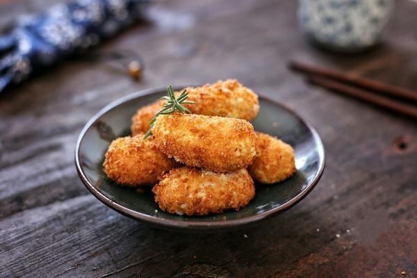 芋頭也能做成小點心,金黃酥脆,一次能吃上好幾個,美味的很