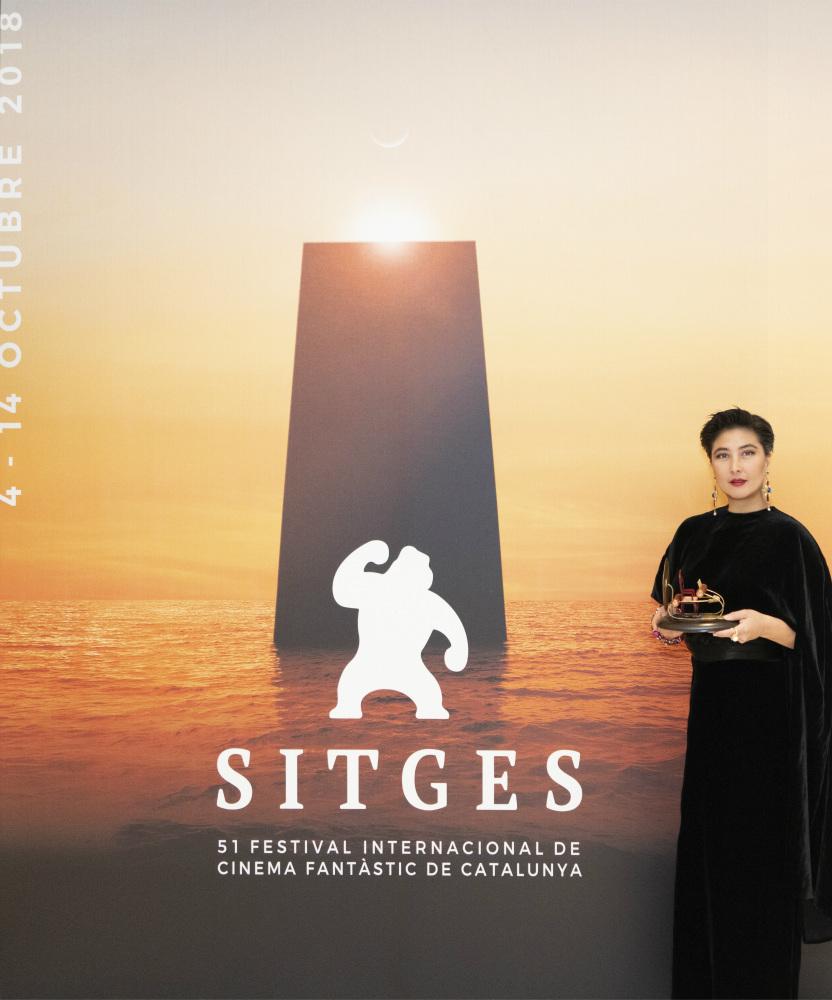 何超儀獲西班牙Stiges電影節成就獎向老公示愛