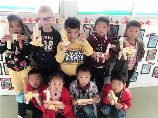 玉米芯大变身_——盱眙县仇集中心幼儿园开展创意手工活动
