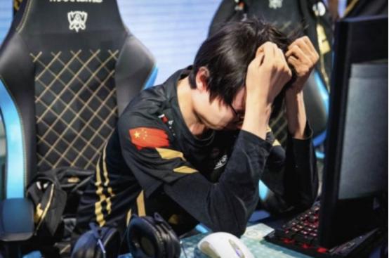 香锅赛后独自回国,终于明白当初风哥为何离开RNG了!