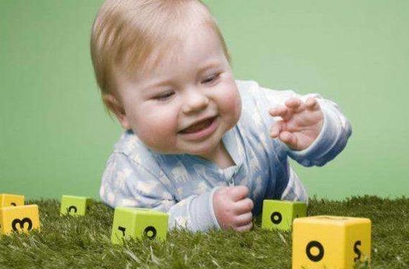 聰明的寶寶都有這幾個表現,快來看看你家寶寶中了幾條?