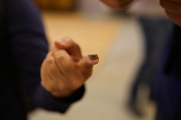高通7nm旗舰芯片骁龙8150曝光:核心设计类似麒麟980的照片 - 3
