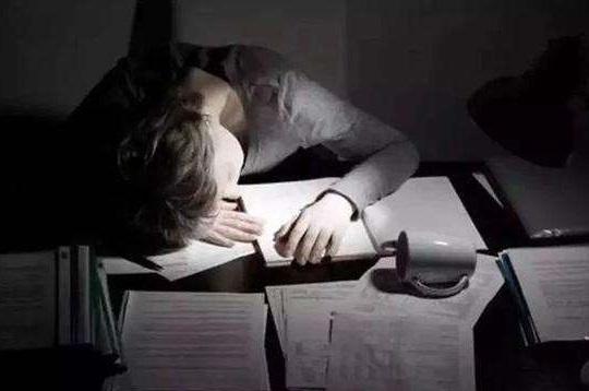 经常熬夜的危害有哪些,晚上几点不睡觉才算是熬夜