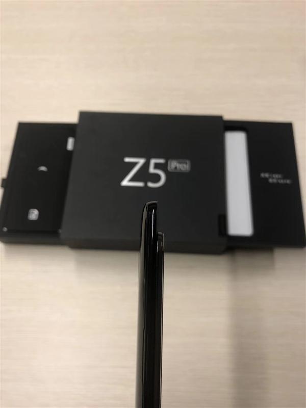 联想新旗舰Z5 Pro真机提前曝光:超窄边惊艳 搭载ZUI 10系统的照片 - 2