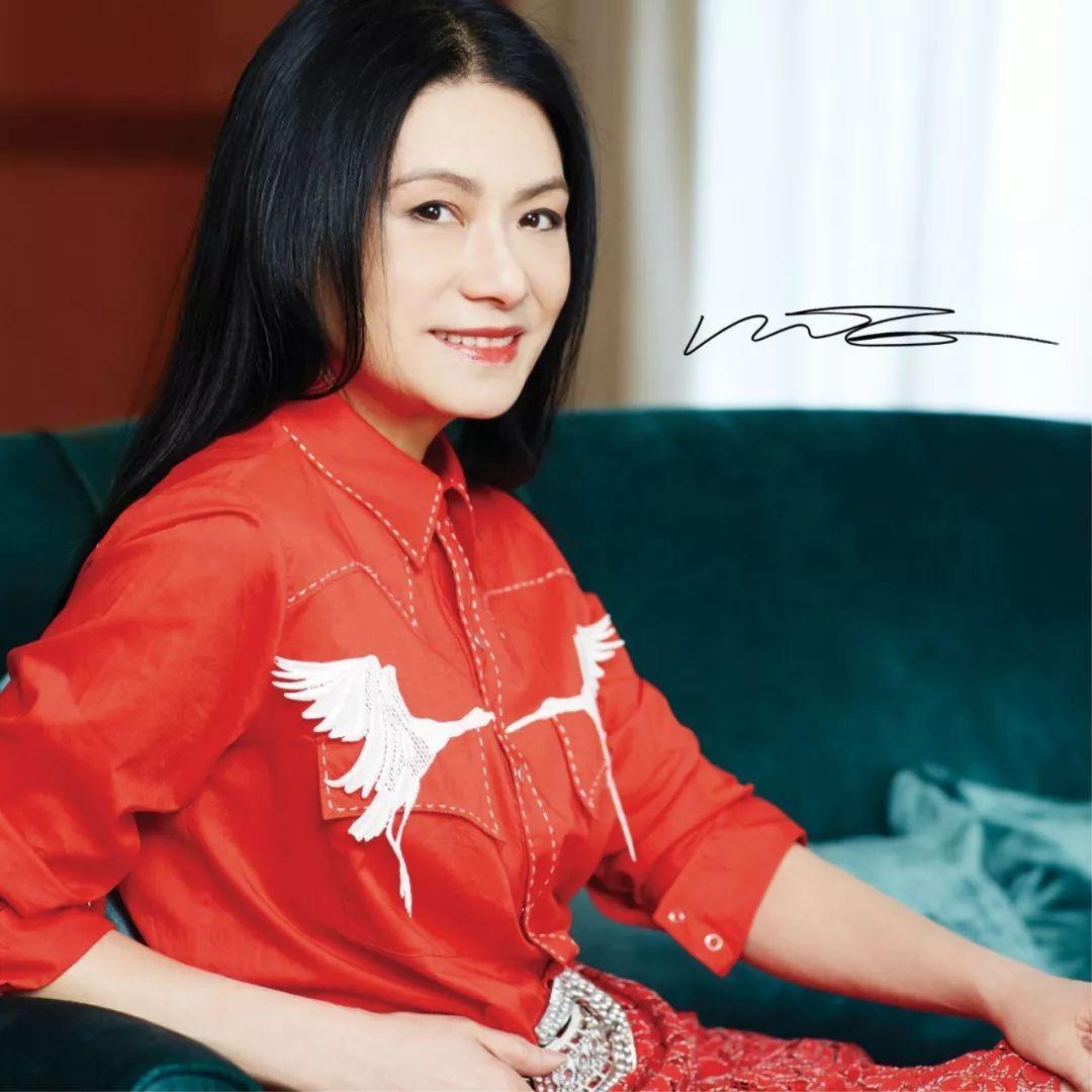 她将东方时尚推向世界,巩俐、伊万卡都是她的拥趸!