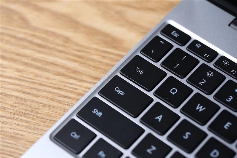 华为 MateBook 13首发评测:13寸最强性能轻薄本!的照片 - 11