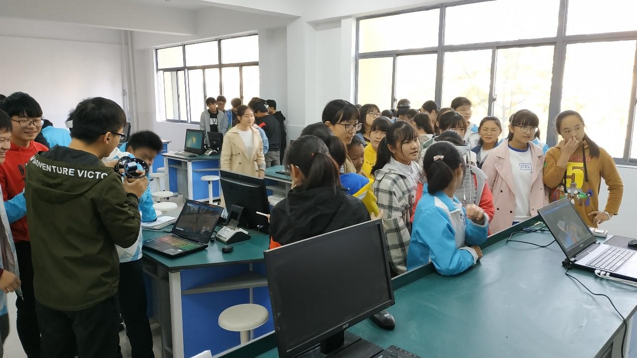 和思易VR体验活动落户安徽临泉人气爆发,虚拟教学或将变为现实