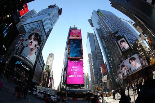 完美日记携手朱正廷连续三天霸屏纽约时代广场大屏