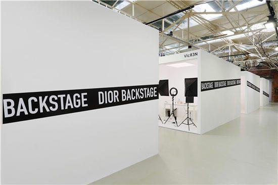 Dior迪奥后台彩