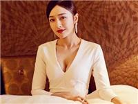 秦岚周迅亲自动手缝衣服 让暴露的高定变更美