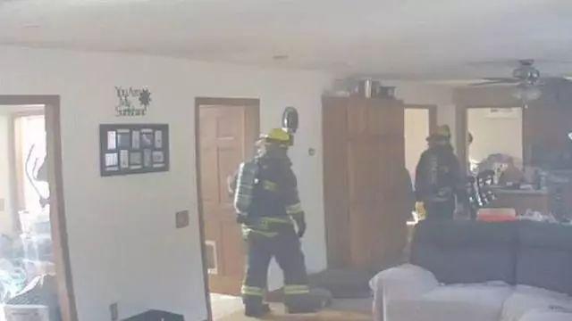 为了口吃的,狗狗差点把主人的房子给烧掉!