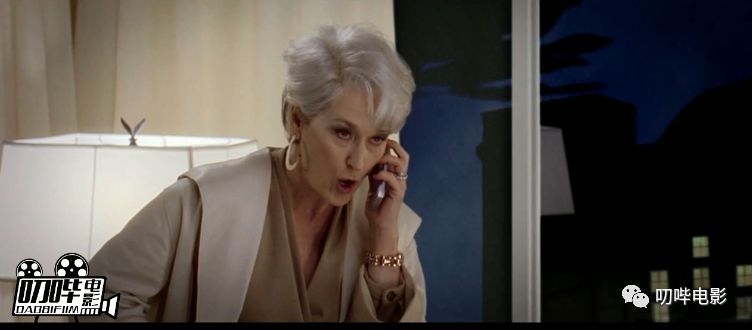 当职场小白遇上时尚女魔头,安妮海瑟薇的职场升职记-雪花新闻