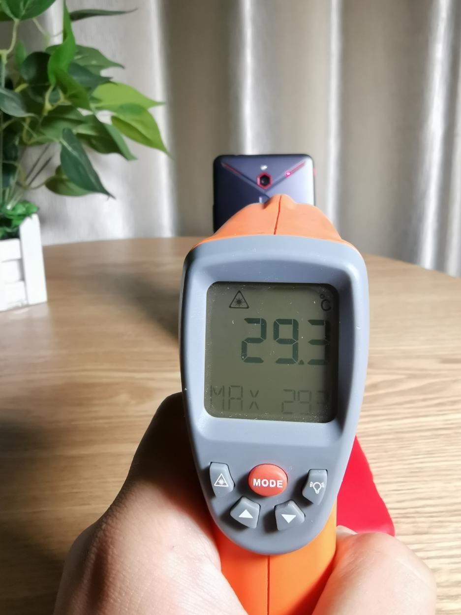 红魔Mars电竞手机评测:10G内存加持的性能怪兽的照片 - 40