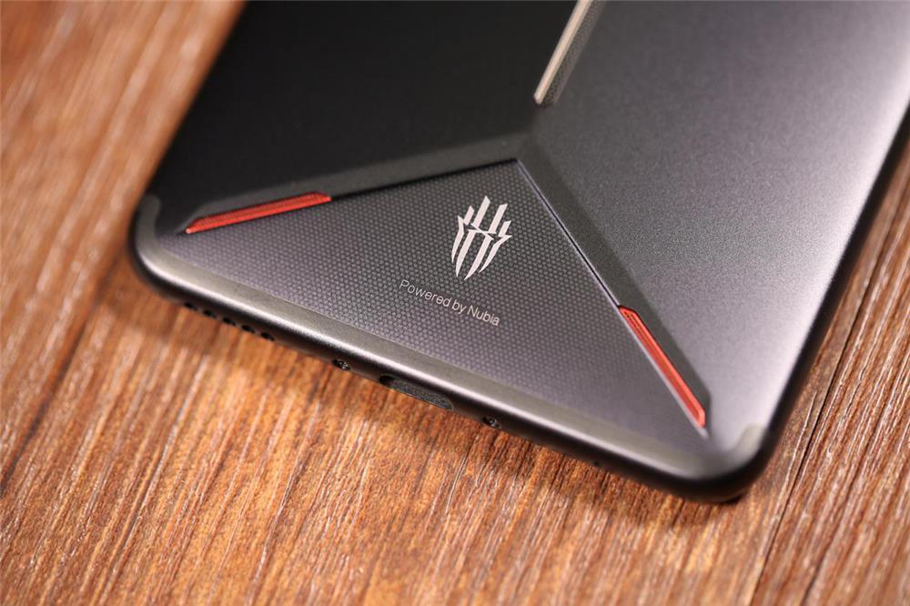 红魔Mars电竞手机评测:10G内存加持的性能怪兽的照片 - 13