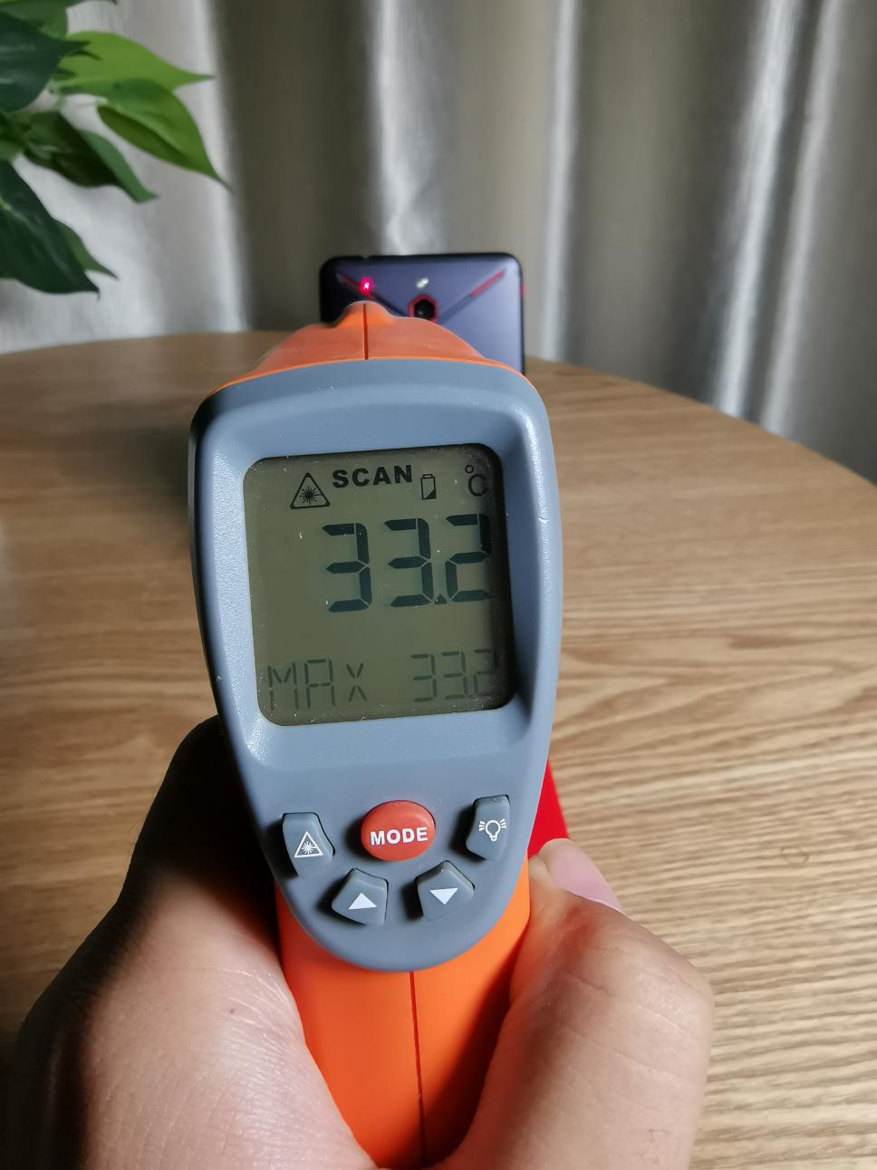 红魔Mars电竞手机评测:10G内存加持的性能怪兽的照片 - 41