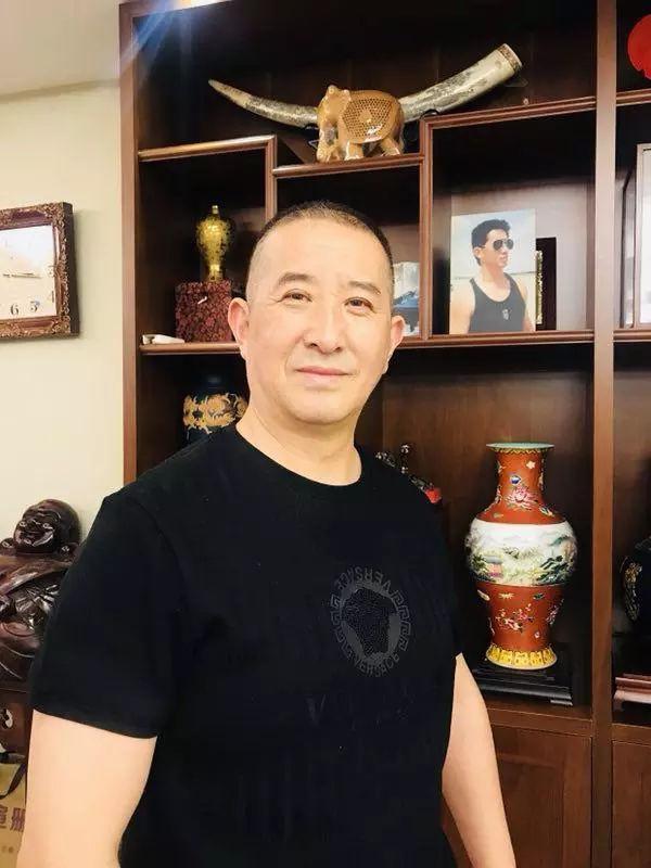 """中国画犬第一人冯冰犬画演绎""""灵犬""""旺财传说"""