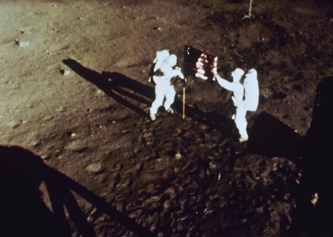 月球背面有外星人?阿波罗登月是伪造的?的照片 - 3