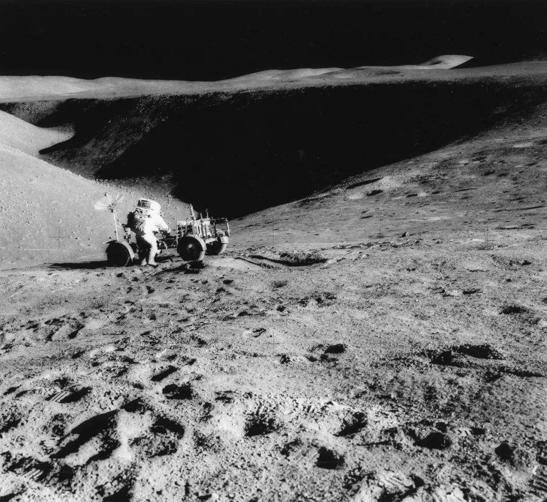 月球背面有外星人?阿波罗登月是伪造的?的照片 - 4