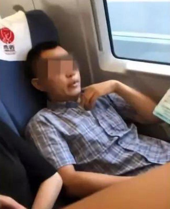 """座位""""谁先坐就是谁的""""?她成为首个被行拘的""""座霸""""!的照片 - 3"""