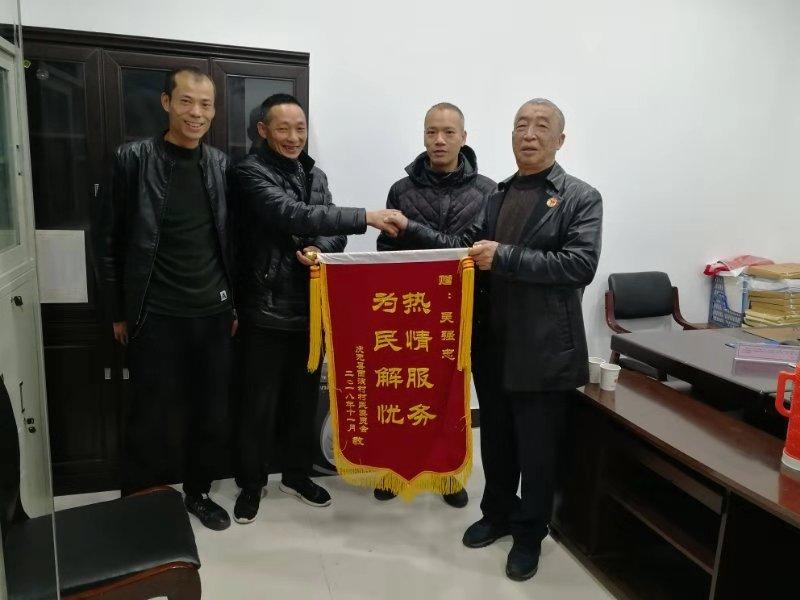 """正风扬正义的""""人民调解员""""吴强忠"""