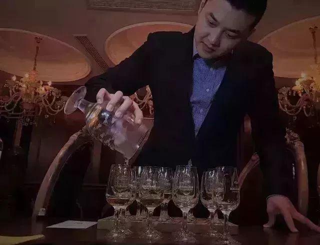 """放眼全玉环,没见过这么""""不正经""""的酒吧!5折带你去解密!-雪花新闻"""