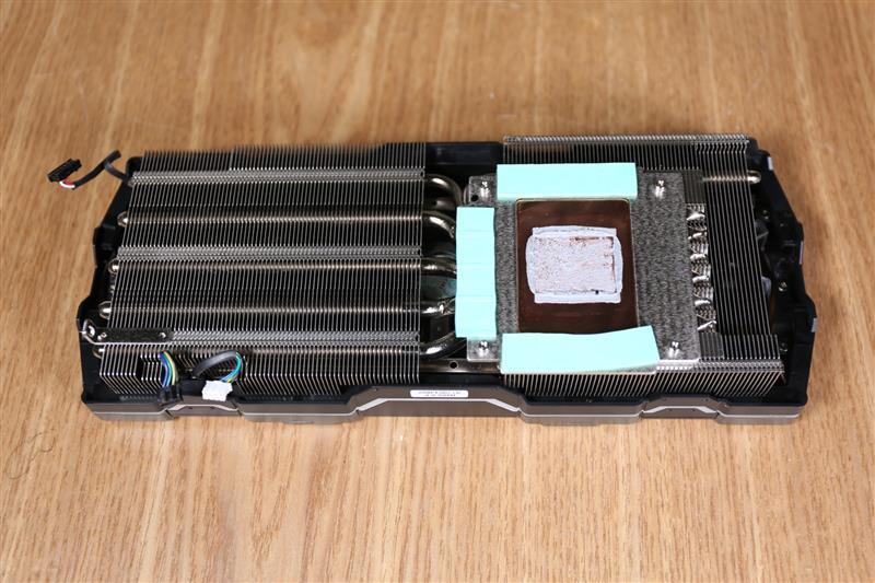 索泰RTX2080Ti 玩家力量至尊PGF OC14评测的照片 - 10