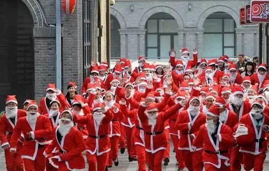 """大揭秘!圣诞老人""""携带""""苹果XsMax正在赶来的路上……-雪花新闻"""