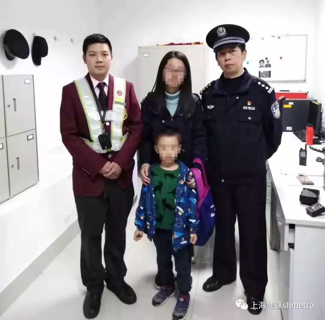 【正能量】5岁萌娃地铁里迷路 两站接力帮助母子团聚-雪花新闻