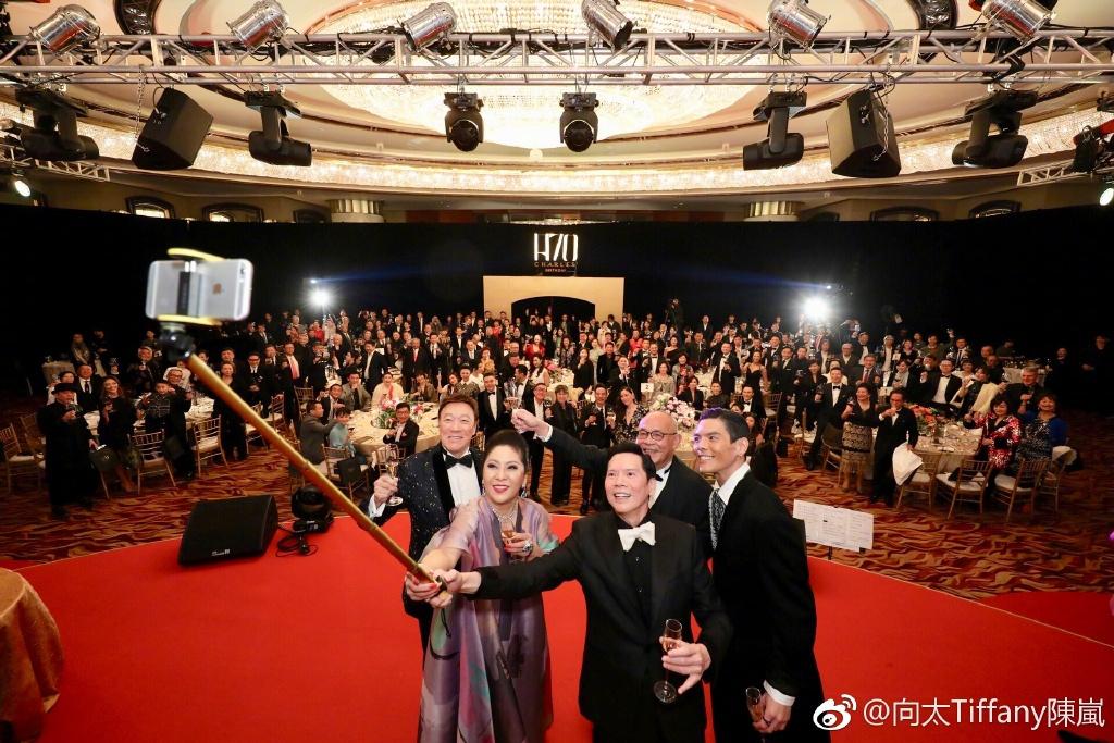 梅艳芳惊现向华强寿宴,还叫刘德华的名字的照片 - 15