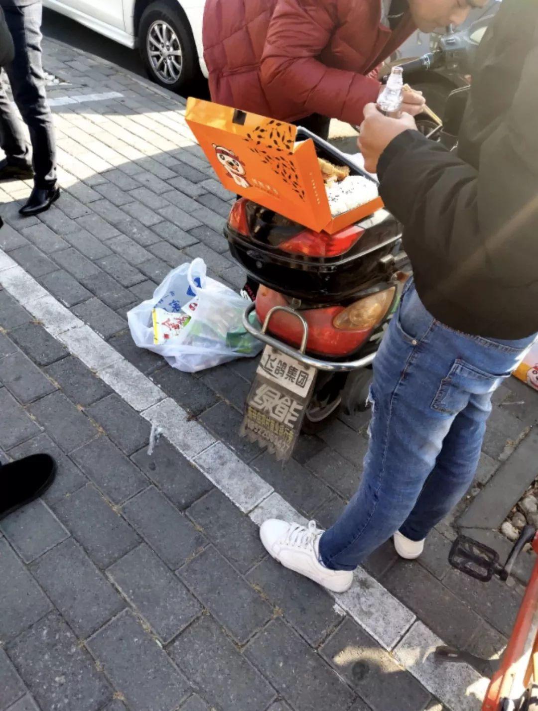 锤子供应商的讨债路:吃着盒饭、轮班倒的照片 - 4