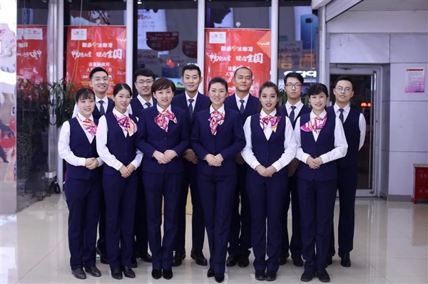 中国联通更换全新工装:小姐姐高颜值秀的照片 - 1