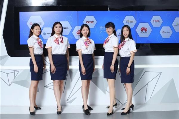 中国联通更换全新工装:小姐姐高颜值秀的照片 - 4
