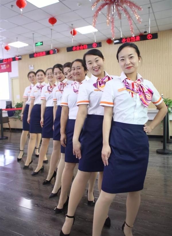 中国联通更换全新工装:小姐姐高颜值秀的照片 - 11