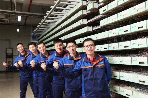 中国联通更换全新工装:小姐姐高颜值秀的照片 - 17