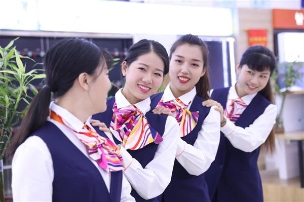 中国联通更换全新工装:小姐姐高颜值秀的照片 - 5