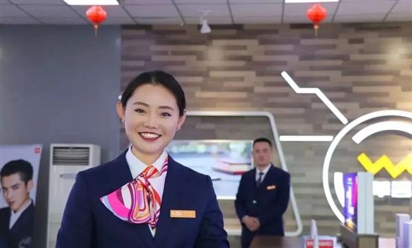 中国联通更换全新工装:小姐姐高颜值秀的照片 - 3